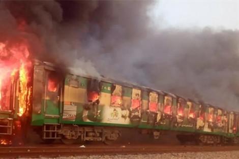 Hỏa hoạn trên đoàn tàu tại Pakistan khiến 70 người thiệt mạng