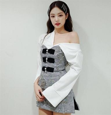 Cùng chuọng váy áo 'mọt mát mọt còn', sao Hàn nào dẹp nhát?