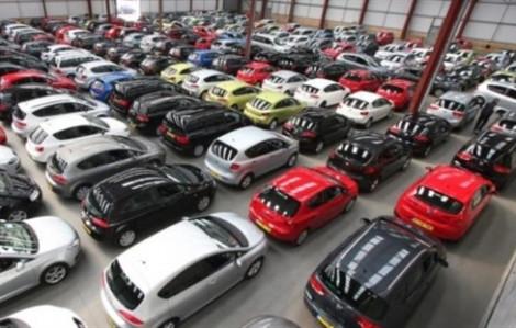 Cuối năm, xe hơi giảm giá mạnh