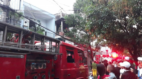 Cháy dữ dội ở cơ sở điện lạnh Duy Đông TP. Huế