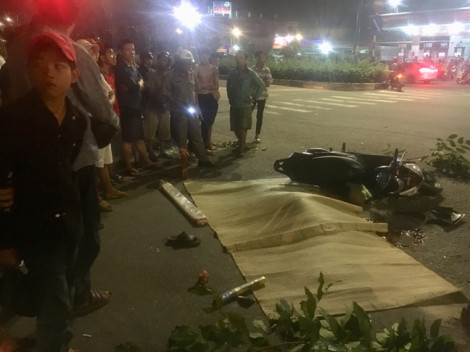Hai bố con bị xe container cán thương vong giữa ngã tư tử thần
