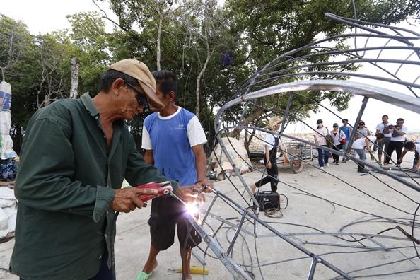 Hang tram nguoi xan tay ao lam sach dao Thanh An