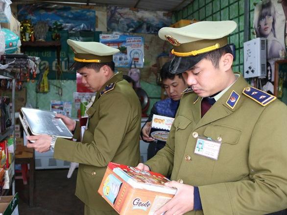 Lien tuc de hang hoa co 'duong luoi bo' ra thi truong, Bo Cong thuong siet yeu cau kiem tra