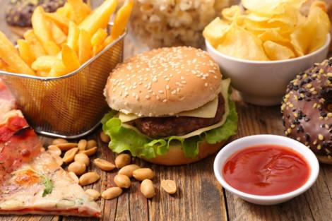 Chế độ ăn nhiều chất béo chuyển hóa làm tăng nguy cơ suy giảm trí nhớ