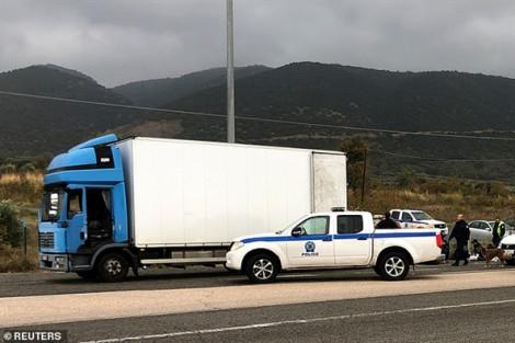 Hy Lạp tìm thấy 41 người di cư còn sống trên một xe tải đông lạnh