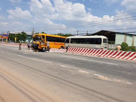Hai xe khách và xe tải tông nhau trên Quốc lộ 13, nhiều người bị thương