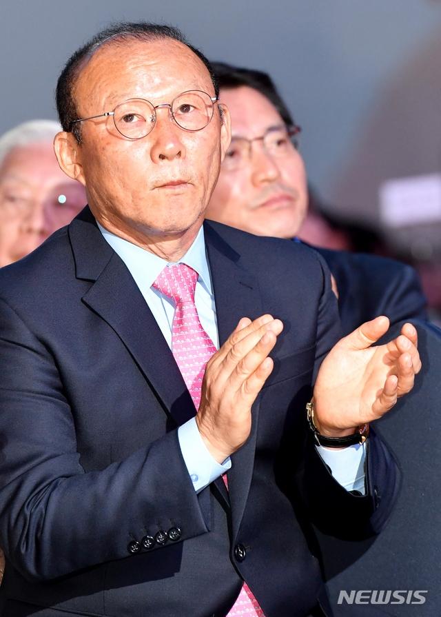 Truyen thong Han Quoc vui mung khi HLV Park Hang Seo gia han hop dong dan dat tuyen Viet Nam