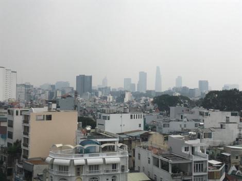 Khắp trung tâm Sài Gòn đặc quánh lớp mù làm nhà cao tầng 'biến hình'