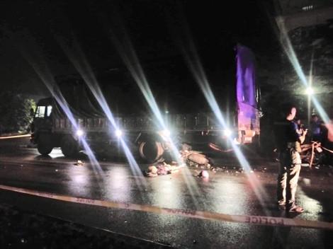 Tông đuôi xe tải trong mưa, thợ hồ chết tại chỗ