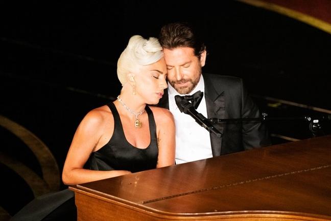 Lady Gaga thua nhan chuyen tinh cam voi Bradley Cooper chi la dan dung