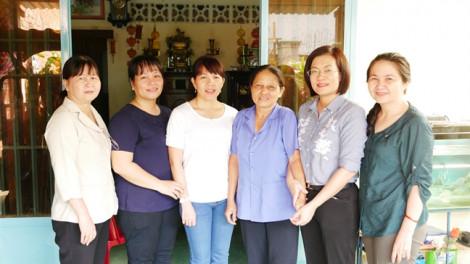 Thăm gia đình hội viên phụ nữ bị tai nạn giao thông