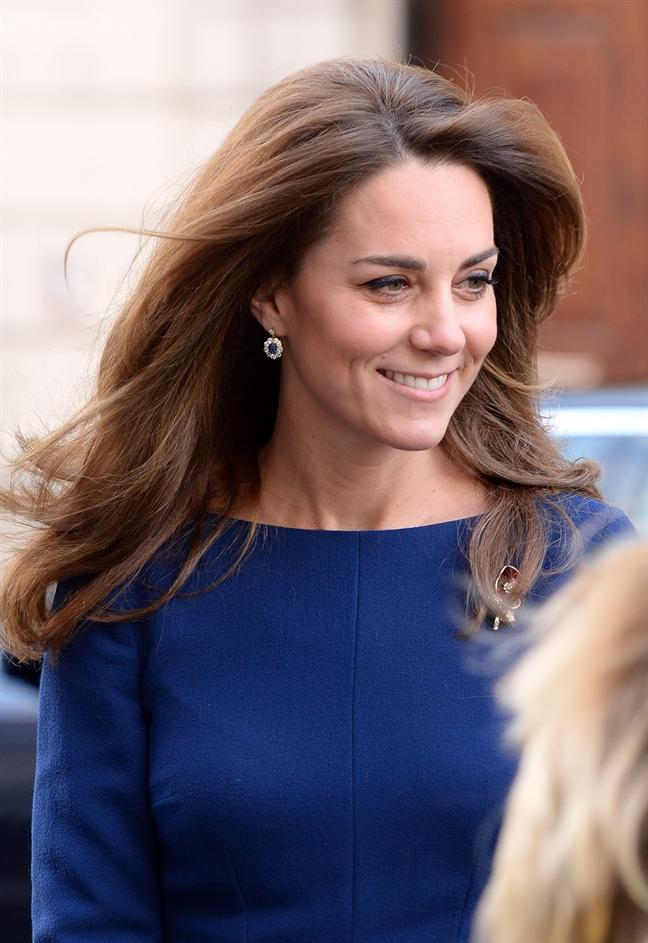 Cong nuong Kate Middleton 'cat bot' hoa tai cua me chong qua co?