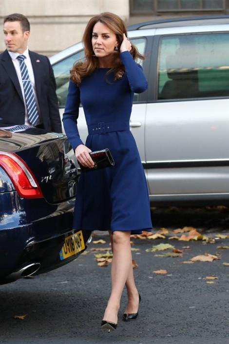 Công nương Kate Middleton 'cắt bớt' hoa tai của mẹ chồng quá cố?