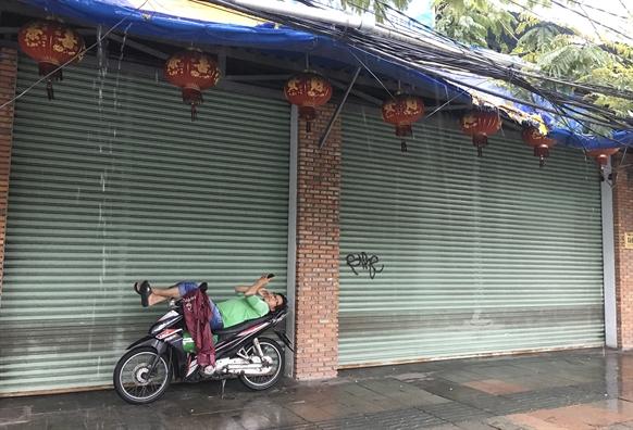 Duong pho Nha Trang vang ve truoc gio bao so 6 do bo