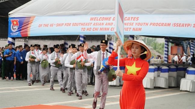 Ao dai Viet Nam thuot tha tai le don Tau Thanh nien Dong Nam A va Nhat Ban