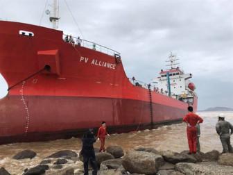 Lo bão số 6 đánh đắm tàu, Bình Định chuyển hàng loạt tàu khỏi vùng biển Quy Nhơn