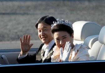 Hàng ngàn người dân Nhật Bản đến xem lễ diễu hành mừng hoàng đế đăng cơ