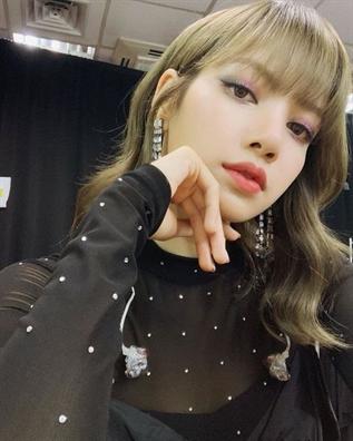Lisa dúng thú nhát trong Top 100 guong mạt dẹp nhát chau Á