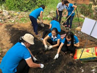 Biến bãi rác thành vườn rau sạch