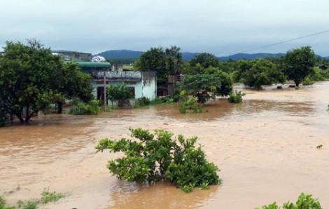 Mưa bão, nhiều trường ở Đắk Lắk cho trò nghỉ học