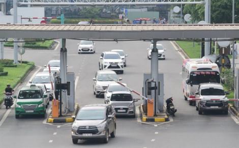 Ô tô vào sân bay 10-15 phút có thể không phải trả phí