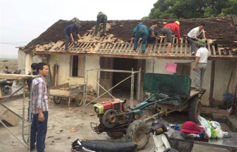 Cả xóm cùng giúp sửa nhà để có chỗ đặt bàn thờ người tử nạn ở Anh