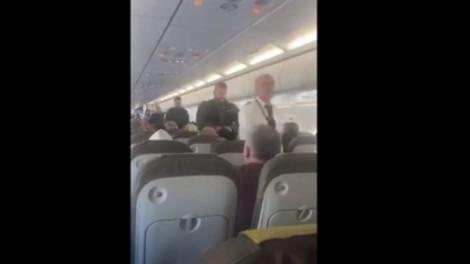 Máy bay sơ tán vì phát hiện khách đi lậu, trốn trong nhà vệ sinh