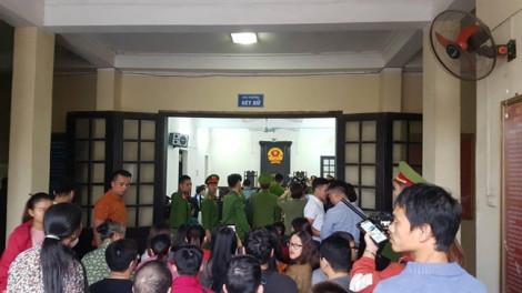Hàng trăm người đến tòa xem xét xử Khá 'Bảnh' và đồng phạm