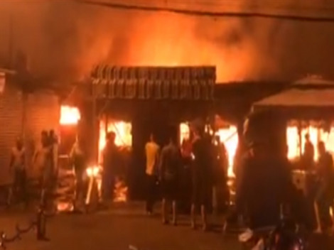 Cháy lớn chợ Phước Long, thiêu rụi 40 sạp hàng