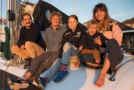 Greta Thunberg quá giang thuyền về lại châu Âu