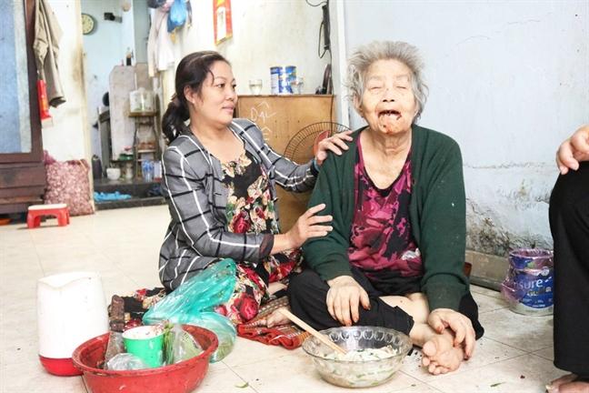 'Con me la con hanh phuc roi, me oi!'