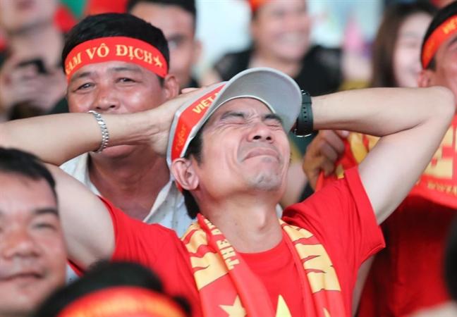 Viet Nam thang UAE 1-0 len dinh bang G