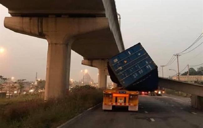 Bao cao chinh thuc: Cao do cau bo hanh bi xe container keo sap o Sai Gon khong dat 4,75m