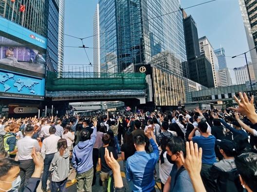 Hong Kong len an cuoc tan cong nham vao Truong co quan tu phap Teresa Cheng