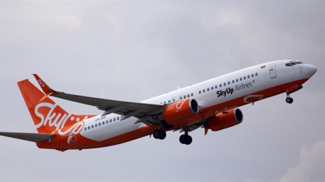Máy bay bốc lửa lúc hạ cánh, may mắn tất cả hành khách đều an toàn