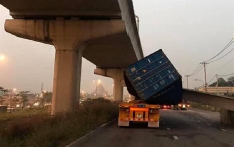 Báo cáo chính thức: Cao độ cầu bộ hành bị xe container kéo sập ở Sài Gòn không đạt 4,75m
