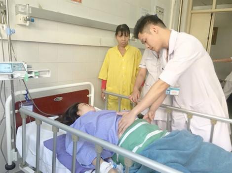 Sản phụ qua đường bị ô tô tông, cả hai mẹ con được cứu sống ngoạn mục
