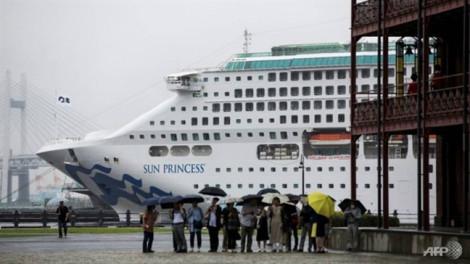 229 khách đổ bệnh cùng lúc, tàu du lịch đến Việt Nam phải dừng tại Singapore