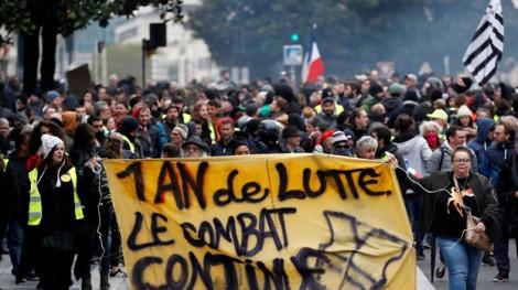 Cảnh sát Pháp bắt giữ 254 người trong cuộc tuần hành nhân kỷ niệm 1 năm phong trào Áo vàng