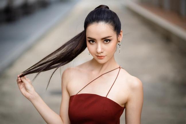 Chan dung cau thu chi cao 1m58 nhung 'cua do' hang loat dien vien, hoa hau cua Thai Lan