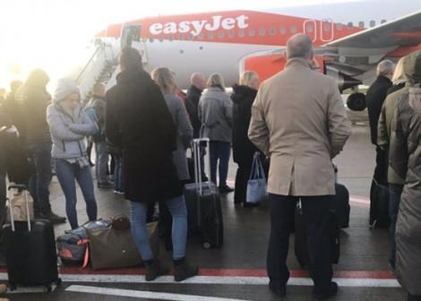 Hành khách lên nhầm máy bay khiến an ninh hàng không hốt hoảng
