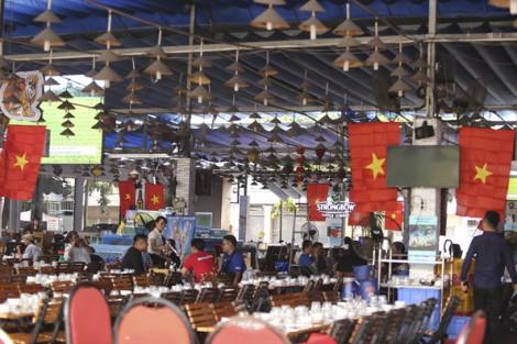 Người Sài Gòn treo cờ khắp phố phường để cổ vũ trận đấu Việt Nam – Thái Lan