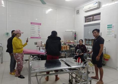 Sản phụ nguy kịch, em bé tử vong, người nhà kéo đến bệnh viện đòi làm rõ