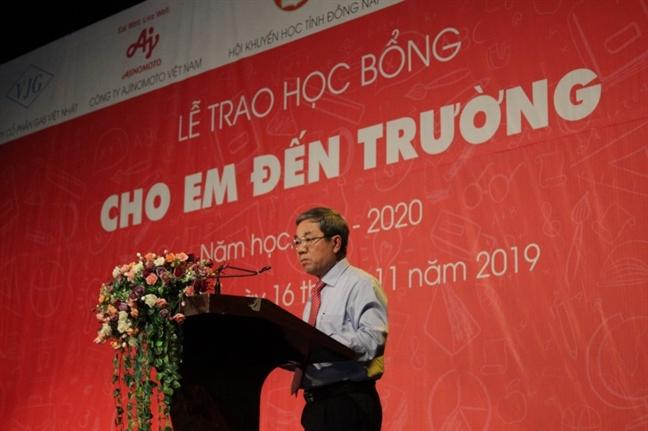 Tinh Dong Nai: 400 hoc sinh hieu hoc nhan hoc bong tu quy 'Cho em den truong'