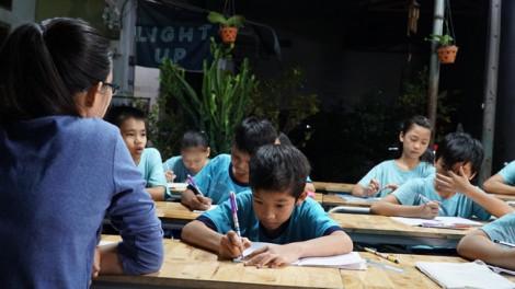 Thầy giáo tay ngang và những đứa trẻ không được đến trường