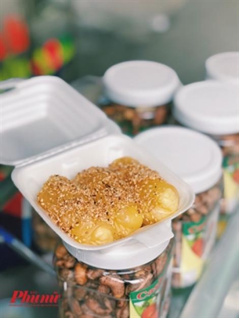 Hàng bánh cuốn ngọt hiếm hoi gây tò mò cho thực khách ở Sài Gòn