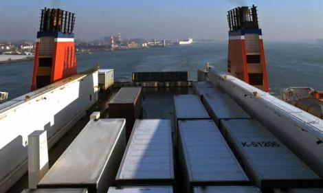 Phát hiện thêm 25 người trong container đông lạnh vượt biên sang Anh