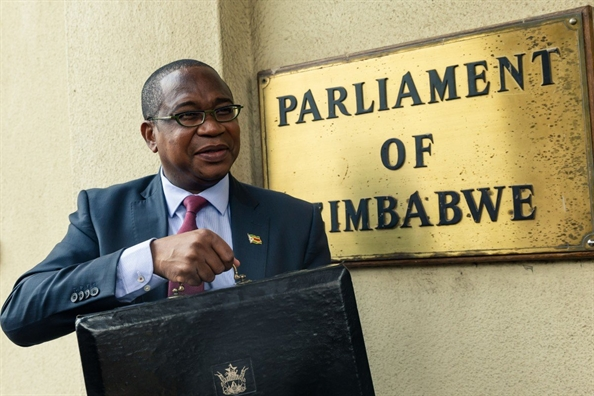 Bac Kinh gian du vi Zimbabwe 'danh tut' con so vien tro cua Trung Quoc