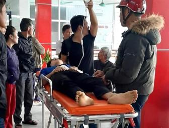 Nam sinh lớp 10 bị đâm trọng thương trước cổng trường