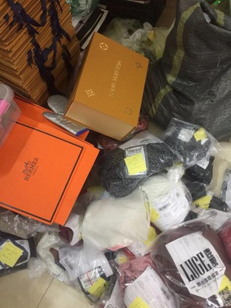 Bắt quả tang cơ sở cắt mác Trung Quốc thành hàng hiệu Dior, Chanel, Louis vuiton